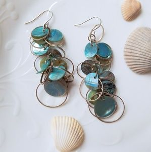 Jewelry - Vintage sea shell mother of pearl earrings